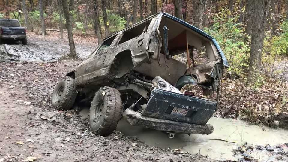 This Video of a Jeep Cherokee Breaking in Half Off-Road Is Mechanical Mayhem