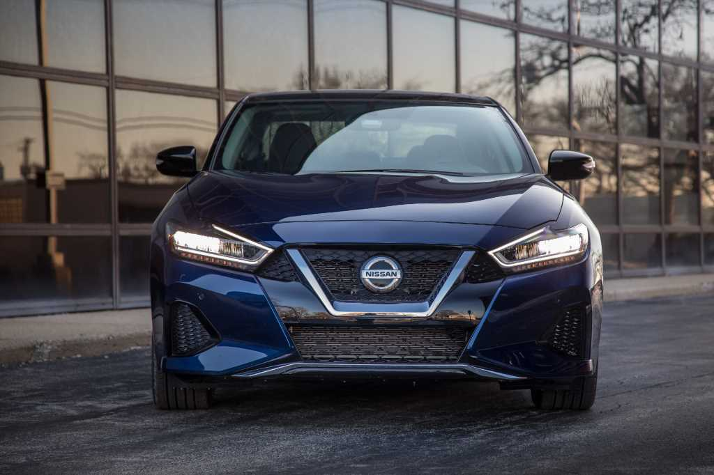 2019 Nissan Maxima: 2 Things We Like and, Um, 4 Things We Don't