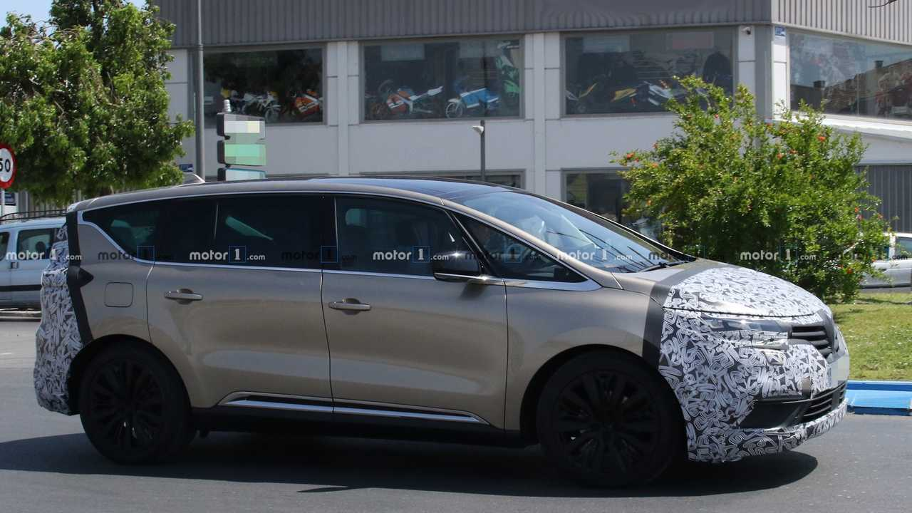 Refreshed Renault Espace Spied Hot-Weather Testing