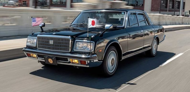 REVIEW: We Drive the 1991 Toyota Century, Toyota's Rolls-Royce!