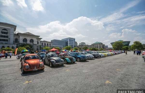 Volkswagen Beetle, An Iconic Gathering – farewell party to an automotive icon sees 405 Beetles gathered