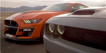 Watch a Mustang Shelby GT500 Take on a Challenger Hellcat in a Drag Race
