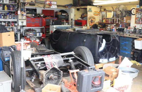 Editor's Garage: 1932 Ford Found — Unplug Kitchen Sink — Quarantined in Home Office – Hot Rod