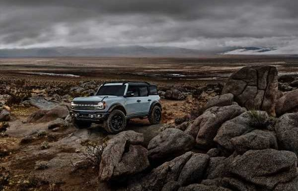 Ford Listens to Demand, Will Pair Manual Transmission With Bronco Sasquatch Package
