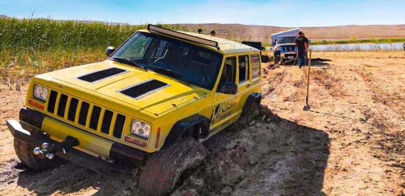 Jeep Cherokee Gets Stuck While Rescuing A Trailer-Towing Nissan Titan
