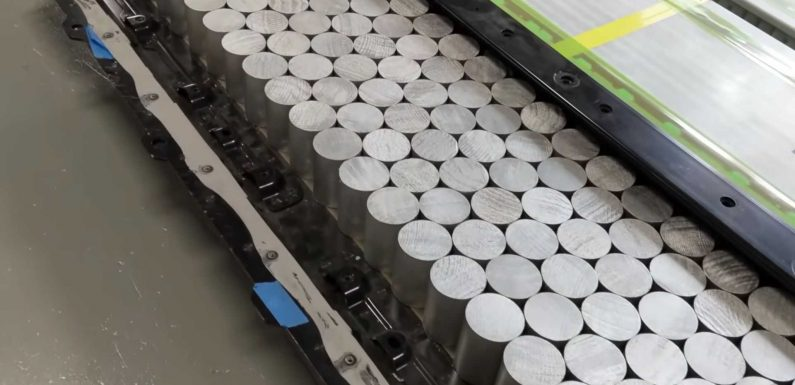Sandy Munro Shows Us How A Battery Pack With 4680 Tesla Cells Might Look