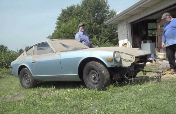 Watch a 44-Year-Old Datsun 280Z Get Washed for the First Time Ever