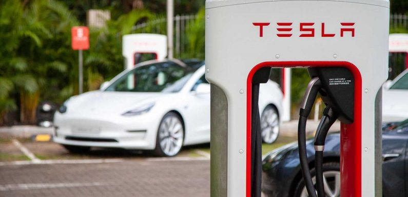 Tesla's V4 Superchargers May Have 350 kW Peak Charging Capacity