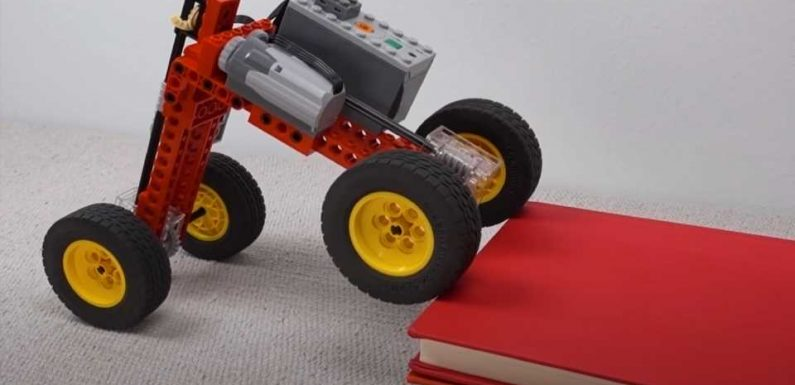 Let This LEGO Car Bot Demonstration School You in Off-Roading Fundamentals