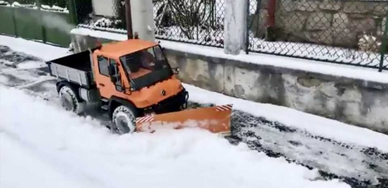 Shoveling Snow Is a Lot More Fun With a $2,500+ RC Unimog Snowplow