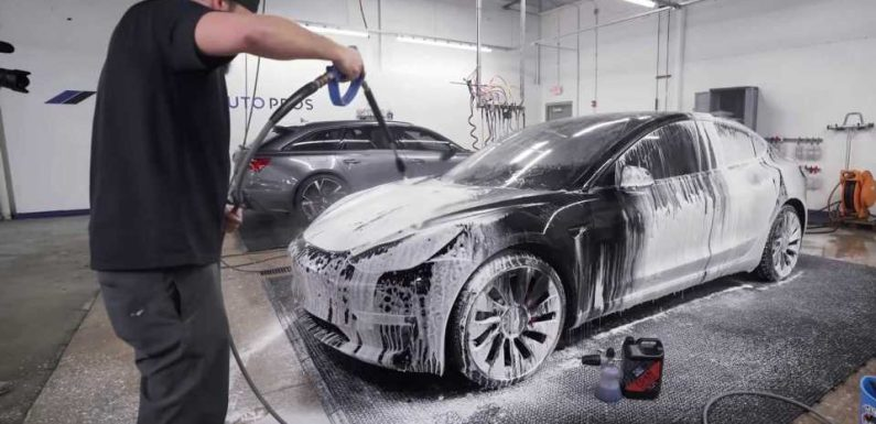 Watch How The Pros Wash A Car Without Damaging The Paint
