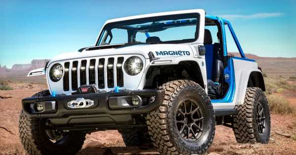 The All-Electric Jeep 'Mangeto' Has A Six-Speed Manual Gearbox