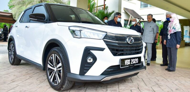 Tun Mahathir takes delivery of his new Perodua Ativa – paultan.org
