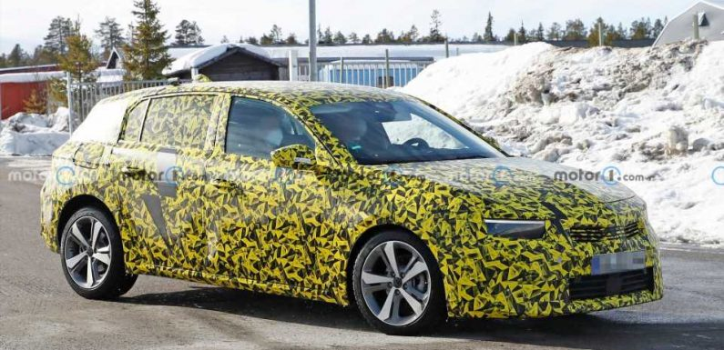 All-New Opel Astra Poses For The Spy Camera, Coming Later This Year
