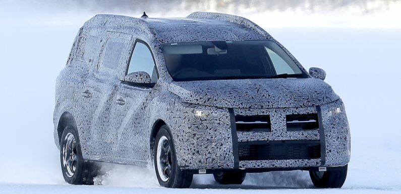 New seven-seat Dacia SUV spied for the first time