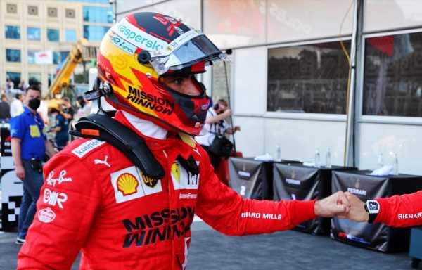 Carlos Sainz was 'distracted' by Yuki Tsunoda's Q3 crash in Baku