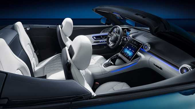 2022 Mercedes-AMG SL's Cabin Shows off Its Stunning Shape