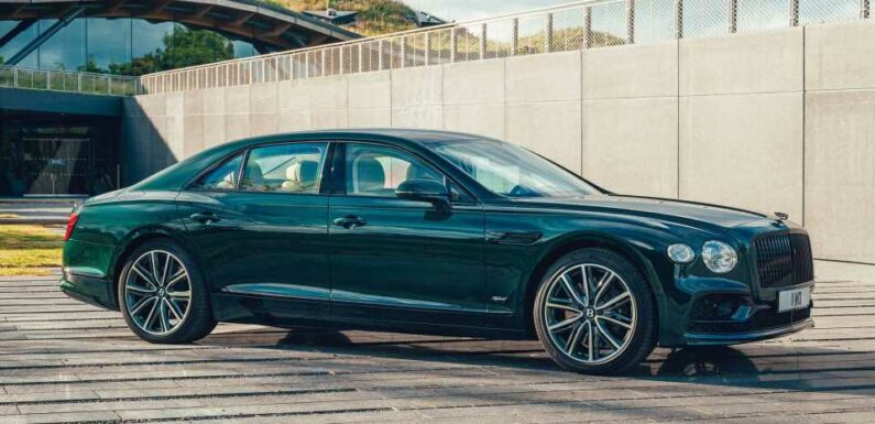 Bentley Flying Spur Goes Hybrid With 536 HP, 435-Mile Driving Range