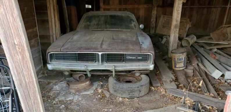 Big-Block 1968 Dodge Charger Barn Find Is a Rusty Muscle Car That's Worth the Hassle