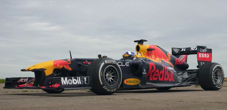 What Does It Take To Beat an F1 Car In A Drag Race?