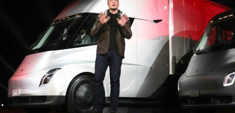 Elon Musk Denies Speaking To Tim Cook About Apple Buying Tesla