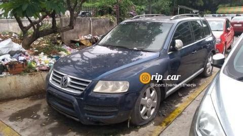 Rare V10 diesel-powered Volkswagen Touareg spotted abandoned