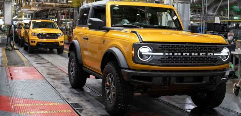 Upscale Ford Bronco With Fixed Roof Might Happen