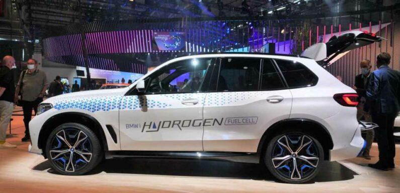BMW Shows iX5 Hydrogen Fuel Cell SUV Amid Sea Of BEVs In Munich