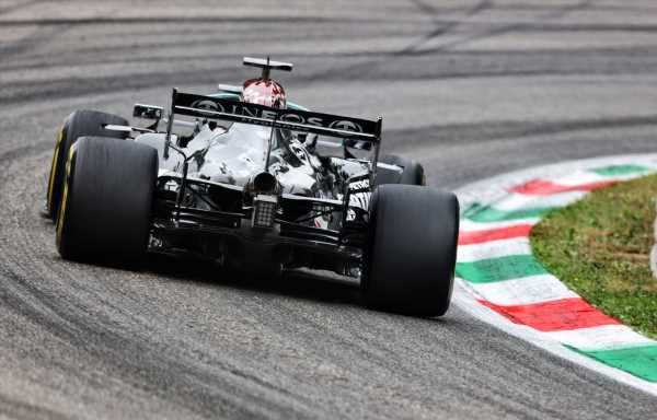 FP1: Hamilton lays down a marker, 0.4s up on Max
