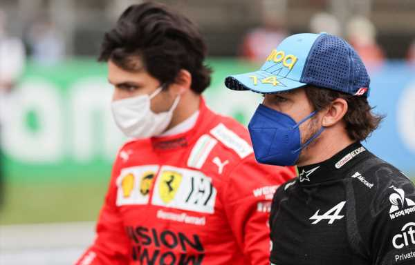 Carlos Sainz wants podium battles with Fernando Alonso and 'victories in 2022'