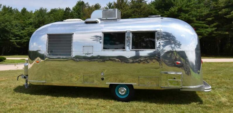 This Adorable 1964 Airstream Safari Twin Is Up for Auction